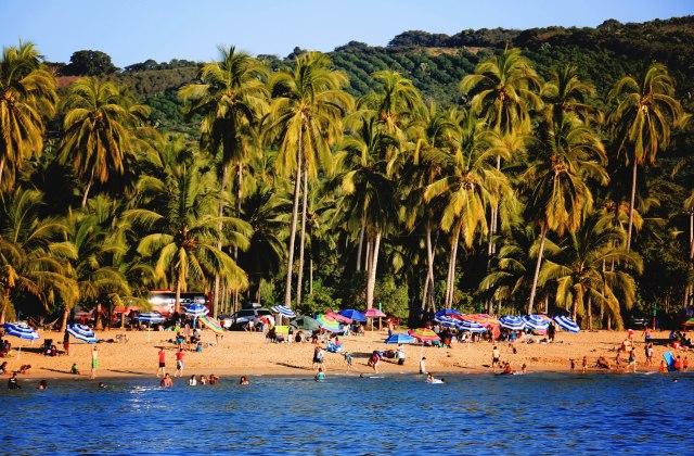 Chacala_Beach umbrellas