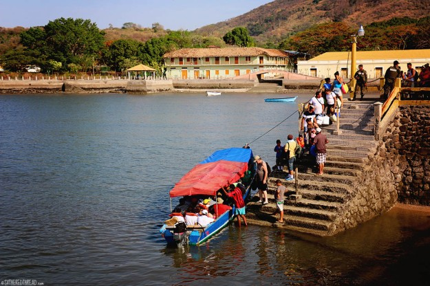 #Isla El Tigre_Tourists at the pier