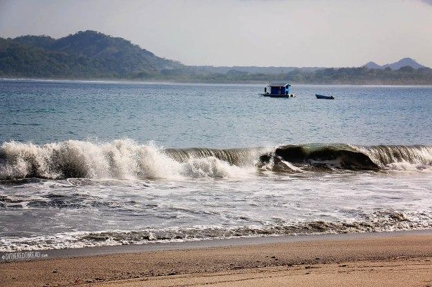 #Ballena beach_Breaking surf