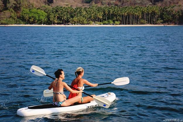 #Isla Tortugas_Jessie & Helen paddleyak