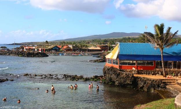 rapa-nui_hanga-roa-harbor