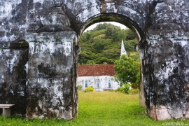 taravai-gambiers_st-gabriels-thru-the-arch