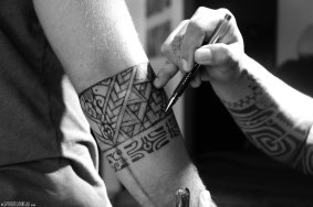 #Tahiti_Tattoo_Neil3bw