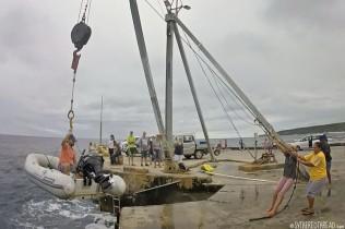 #Niue_Dinghy crane1